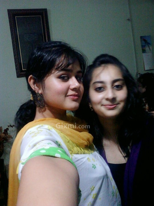 http://www.gixmi.com/wp-content/uploads/2011/03/beautiful-pakistani-girl_0047.jpg