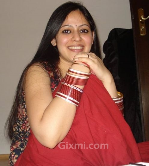 Hot indian housewives real life photos gixmi for Indian hot house