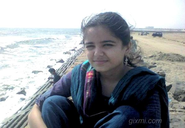 Karachi-Beach-Girl-595x446