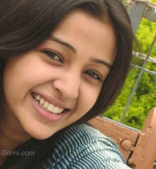 nadia-pakistani-girl