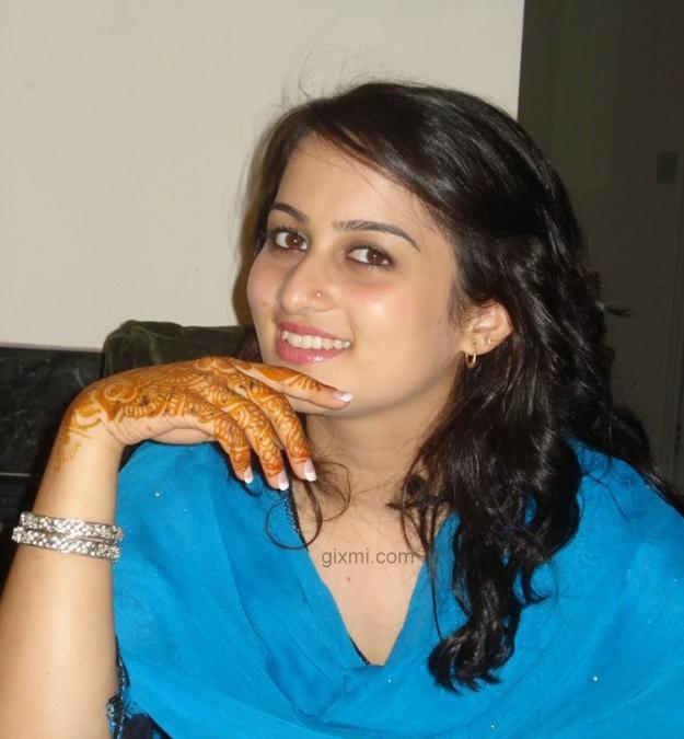 Fashion-Designer-Faiza-Khan