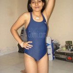 Unseen-Real-Life-Photos-of-Desi-Indian-Girls-and-Aunties-3-520x693