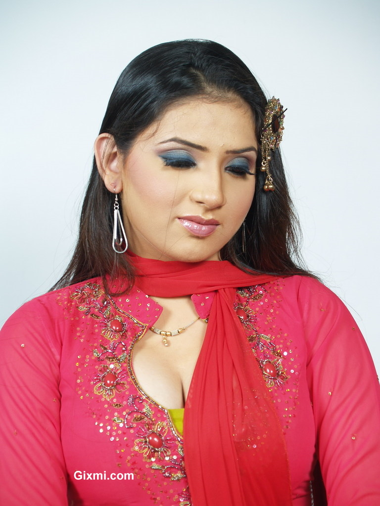 Hot Pakistani Fashion Girl