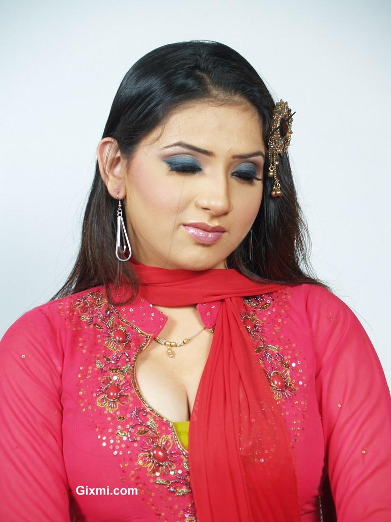 Hot Pakistani Fashion Girl