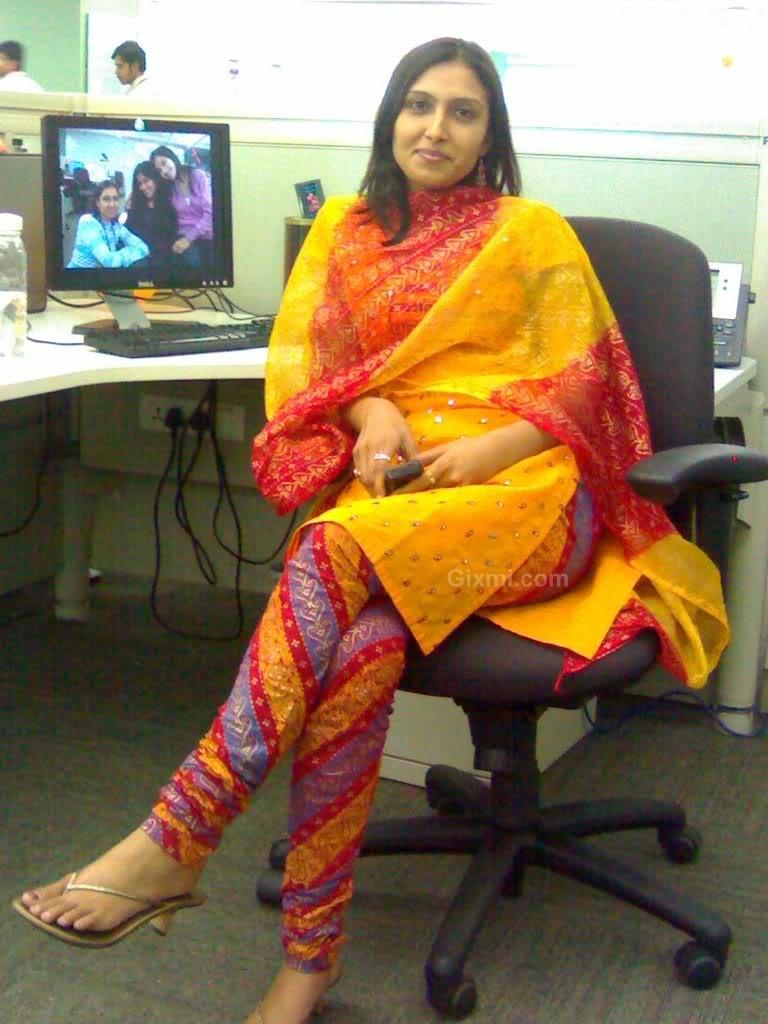 Bangladeshi-Girls-Hot-Photos (1)