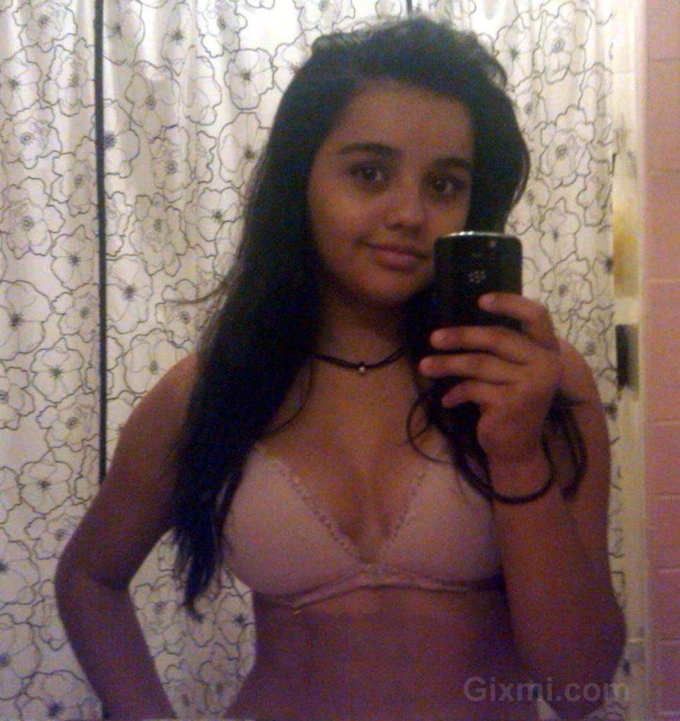 Bangladeshi-Girls-Hot-Photos (3)